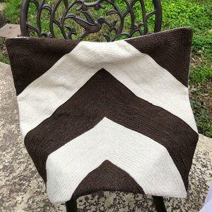 """Pottery Barn 24"""" x 24"""" Throw Pillow Cover. EUC."""